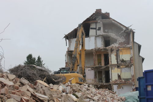 Komplettabbruch von 2 Gebäuden und Garagen in Bielefeld